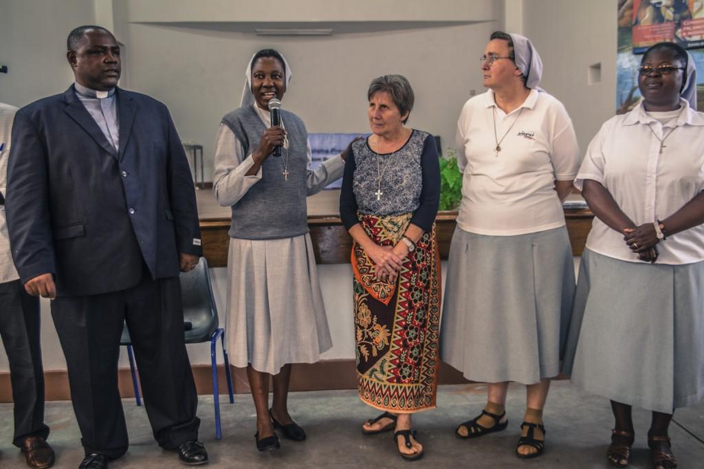 Irmã Giustina foi recebida por missionários da Igreja Católica em Moçambique, na África.