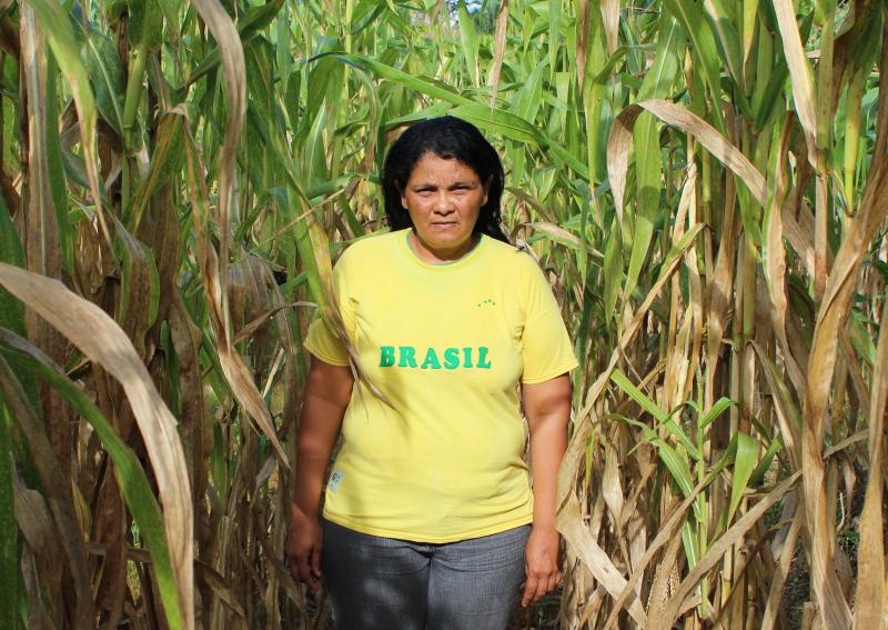 A agricultura Nilcilene Miguel de Lima na região sul do Amazonas (Foto: Ana Aranha/Agência Pública)