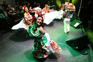 Grupo de Carimbó Alegria de Cafezal e o Mestre Pinduca, em Belém. (Foto: Carlos Sodré/Agência Pará de Notícias)