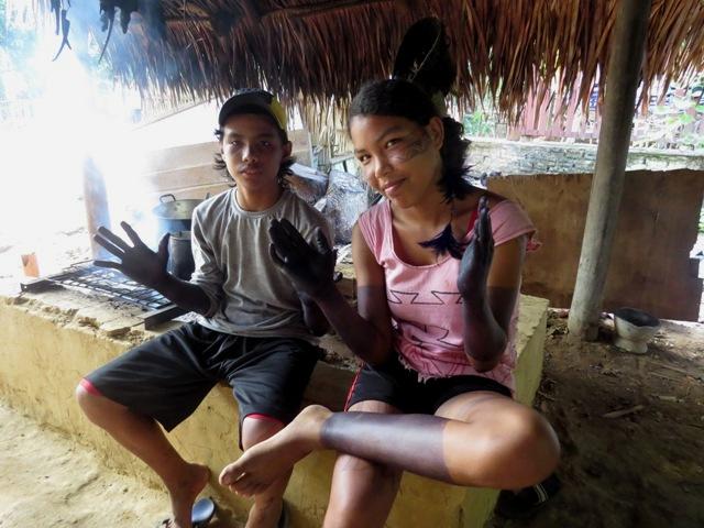 Aldeia sateré-mawé preserva cultura com ritual da tucandeira