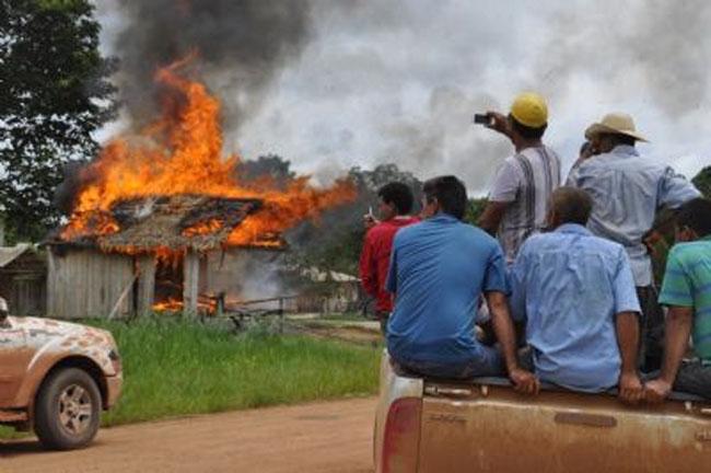 Posto de pedágio ilegal destruído ontem (27) por não-índios dentro da terra Tenharim (Foto: Raolin Magalhães)