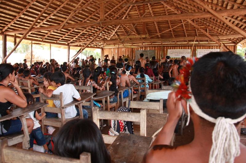 Índios tenharim reunidos na aldeia Marmelos. Foto: Arquivo/MPF-AM