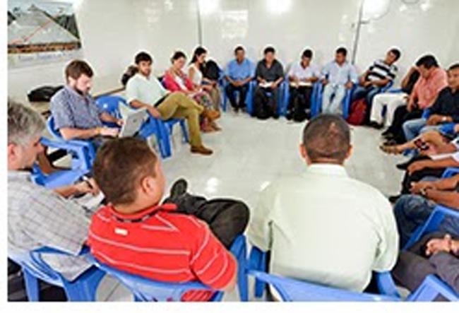 Reunião com lideranças tenharim e equipe da Presidência da Funai em Manaus (Foto: Edison Bueno)