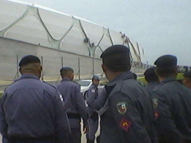 Força policial ocupou as instalações da Arena da Amazônia (Foto: Kátia Brasil/AR)