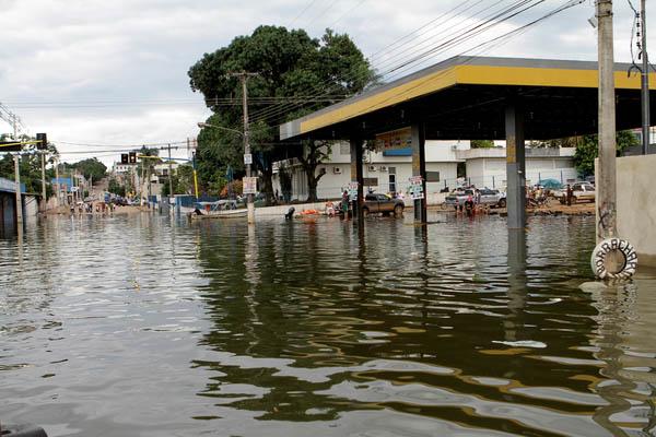 Cheia do rio Madeira inundou ruas de Porto Velho (Foto: Joel Rosa)