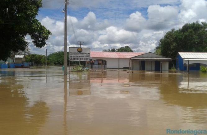 Moradores do Distrito de Nazaré foram removidos das casas (Foto: Rondôniagora)