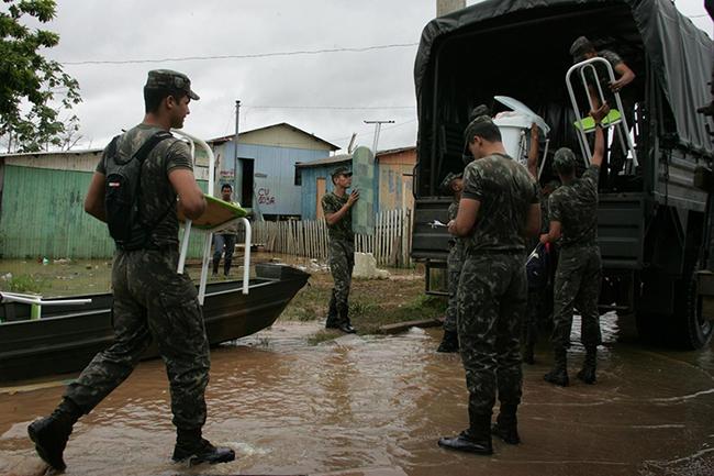 Governo libera R$ 10 mi para vítimas das cheias na Amazônia