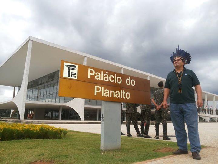 Paulo Apurinã durante ação do movimento indígena em Brasília (Foto: Arquivo pessoal)