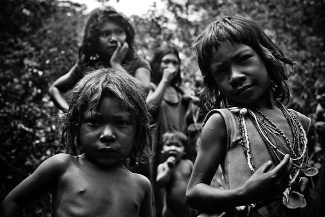 Fotógrafo participa de festival internacional com imagens raras dos pirahã