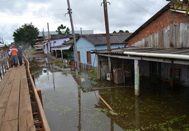 Em Humaitá a população foi atingida pela cheia do Madeira (Foto: Defesa Civil AM)