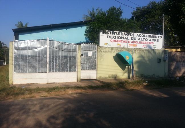 Tráfico de pessoas: menino haitiano está esquecido em abrigo do Acre