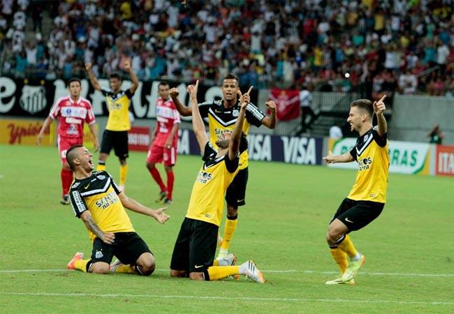 Jogadores do Santos comemoram gol na Arena (Foto Amazonas)