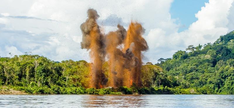 Explosão de garimpo durante operação realizada em território yanomami. Foto: Divulgação/Funai.
