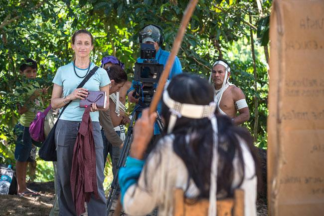 Céline Cousteau faz entrevista com indígena da etnia Matis no Vale do Javari (Foto: Michael Clark)