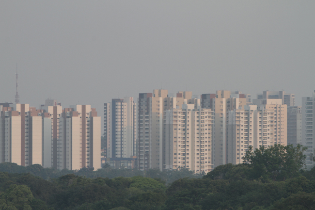 Fumaça na cidade é resultado das queimadas na floresta (FotoAmazonas: Alberto César Araújo)