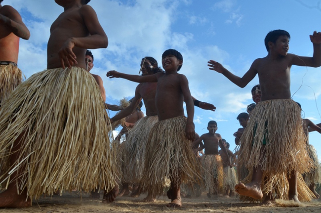 Povos indígenas Yawanawa durante o ritual Mariri, no Acre (Foto: Odair Leal/Amazônia Real)