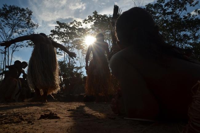 Yawanawá celebram a vida e a cultura no festival do Mariri