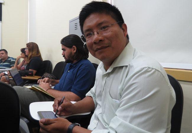 Indígena da etnia tariano Adelson Gonçalves é aluno de mestrado em Antropologia Social (Foto: Elaíze Farias)
