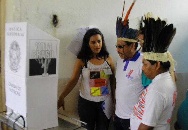 Votação na aldeia São Luís dos índios Kanamary e Kulina (Foto: Sgto. Diego Santos)