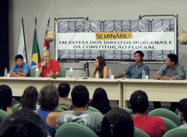 Encontro em 2013 reuniu professores, estudantes da pós-graduação e lideranças indígenas em defesa do ensino (Foto: Joana Rebouças/Pet)