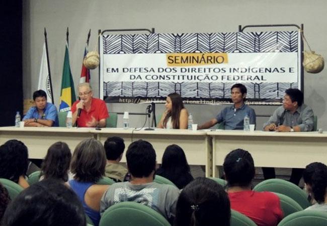 Reunião de professores e estudantes da pós-graduação e lideranças  (Foto: Joana Rebouças/Pet/2013)