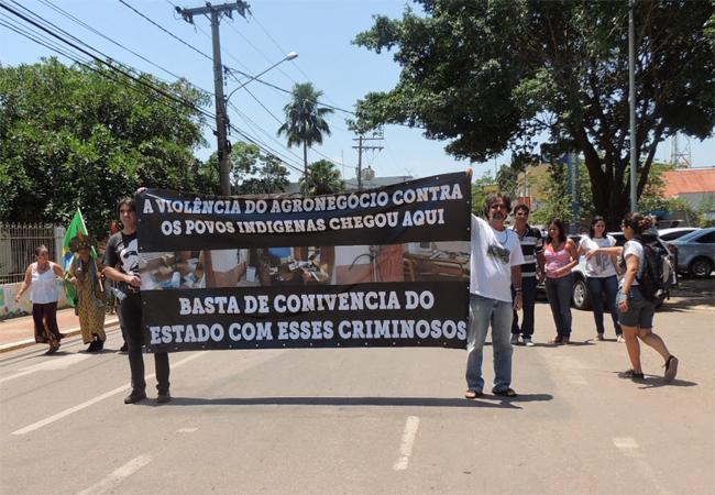 Manifestação em Rio Branco cobrou investigação  dos ataques contra Cimi (Foto: Kelly Cristine/Cimi)