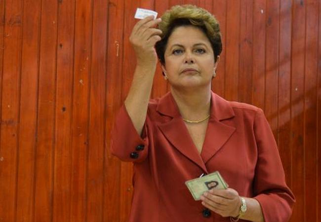 Dilma Rousseff é reeleita ao segundo mandato à Presidência