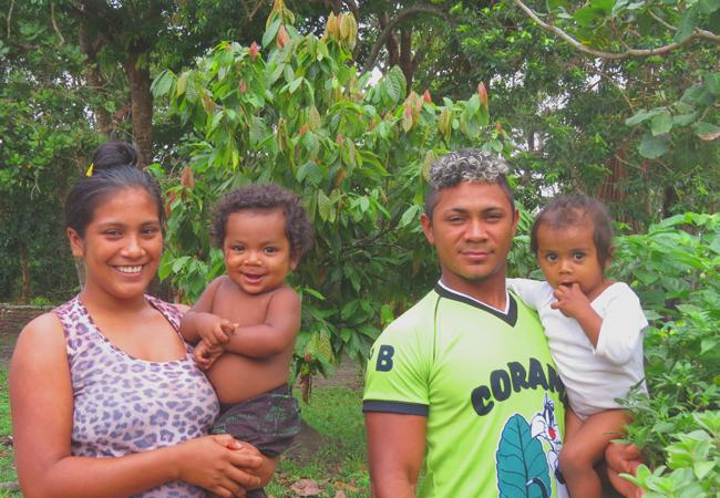 O casal Ana Nilce e Jorge Nascimento, com seus filhos. (Foto: Elaíze Farias/AR)