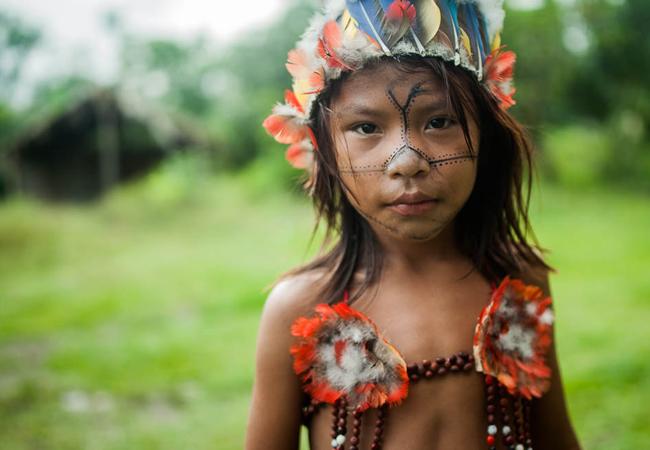 Jovens e crianças ficam ansiosos para participar dos rituais de canto e dança. Eles só falam em Munduruku entre si. (Foto: Marcio Isensee e Sá)