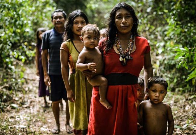 Os índios Pirahã estão sendo afetados pela malária (Foto: Gabriel Bicho/MídiaNinja)
