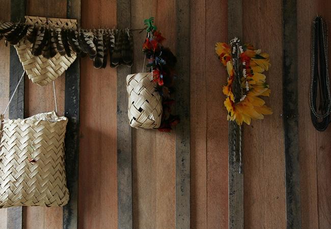 Os Juma produzem colares, cocares e pulseiras, mas não vendem e nem trocam (Foto: Odair Leal/AR)