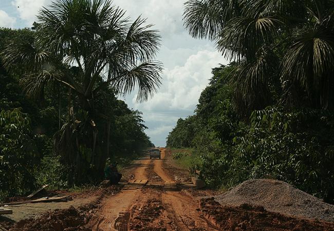O acesso a aldeia Juma pela rodovia Transamazônica (Foto:  Odair Leal/AR)