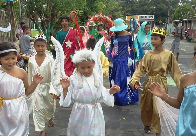 As Pastorinhas apresentam cantos e danças em comemoração ao nascimento de Jesus (Foto: Peta Cid)