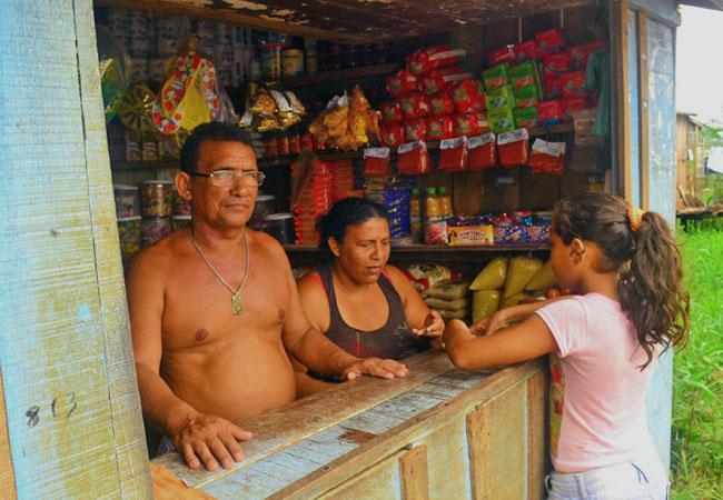 O comerciante Osmarino Ribeiro, morador da rua São Francisco (Foto: Elisa Estronioli/AR)