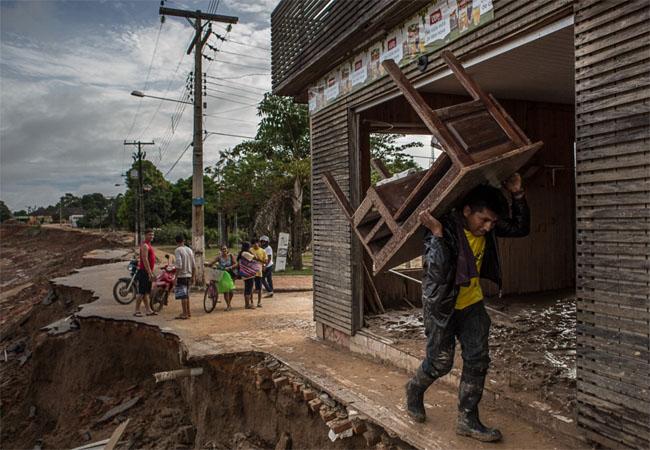 O tsunami fluvial que encanta, devasta e assusta o Acre