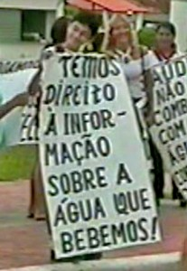 População fora às ruas exigir  água pura (Foto: Arquivo pessoal)