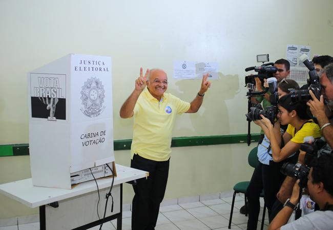 Reeleito em 2014,  José Melo supreendeu com reforma administrativa (Foto: PROS)