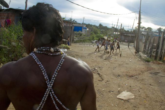 Instituições se unem para garantir direitos humanos aos indígenas de ocupação em Manaus