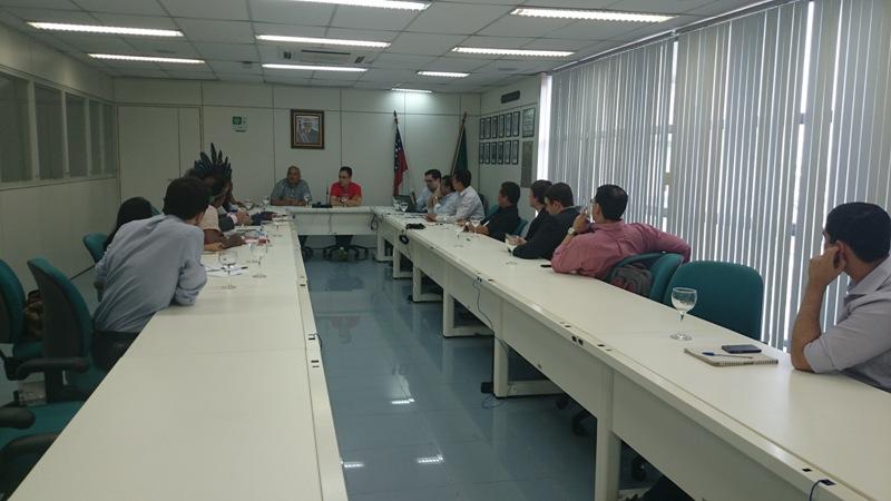 Reunião realizada nesta terça-feira entre representantes do governo, MPF, DPE e DPU. (Foto: Ascom/DPU)