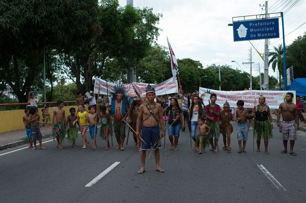 Manifestação de indígenas no dia 19 de abril em frente a Prefeitura de Manaus. (Gedeon Santos/FotoAmazonas)