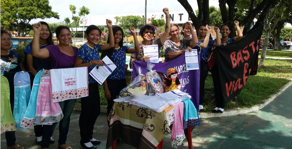 Núcleo da Marcha Mundial das Mulheres na ação em Parintins, Amazonas. (Foto: Írian Bútel)
