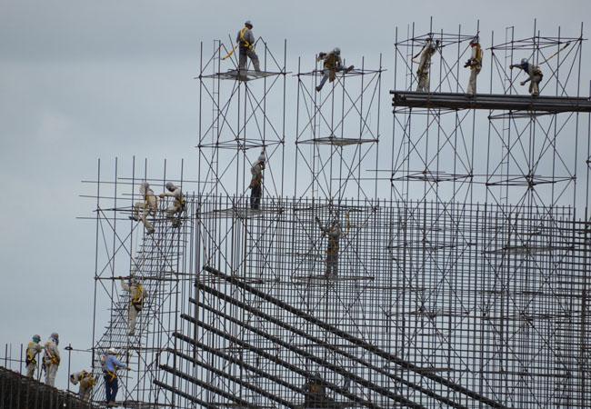 Operários na obra de Belo Monte, no rio Xingu (PA). Foto:Regina Santos/Norte Energia