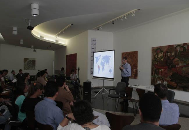 Debate reuniu cerca de cem pessoas na Galeria de Artes do Icbeu. (FotoAmazonas: Alberto César Araújo)