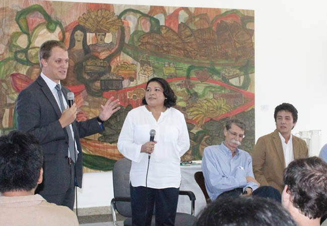 O adido  Walter Kerr falou dos projetos na área ambiental do governo dos EUA. (Foto: Icbeu Manaus)