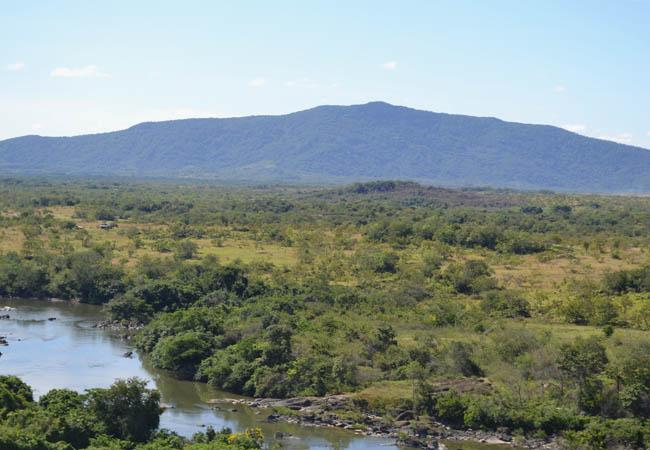 O rio Surumu, região da reserva que foi invadida por fazendeiros. (Foto: CIR)