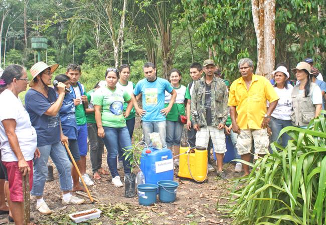 Oficina sobre Orgânicos na Comunidade do Açaí, Gleba Vila Amazônia. (Foto: Floriano Lins)