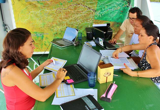 Equipe da fundação na Expedição Rio Unini (Foto divulgação FVA)