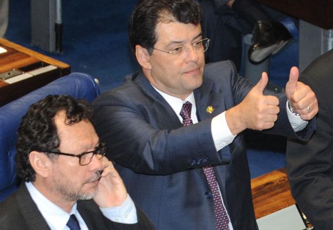 João Pedro com Eduardo Braga no Congresso (Foto: José Cruz/ABr)