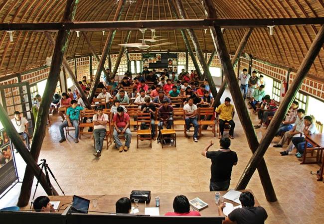 Povo Paiter Suruí discute o Projeto de Carbono Florestal Suruí (PCFS), é o primeiro projeto de REDD em terra indígena no Brasil. (Foto: Kanindé)