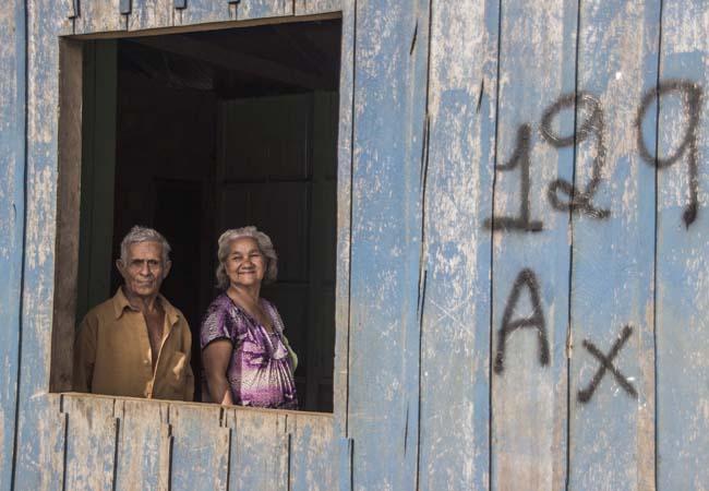 Em Nazaré o casal sobrevive com renda do governo. (Foto: Marcela Bonfim/AmReal).